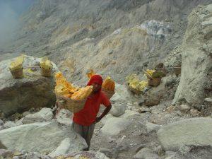 penambang sulfur