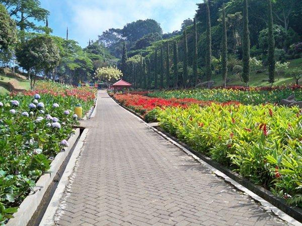 Taman Bunga Selecta Taman Wisata Jadul & Legendaris di sekitar Batu & Malang..